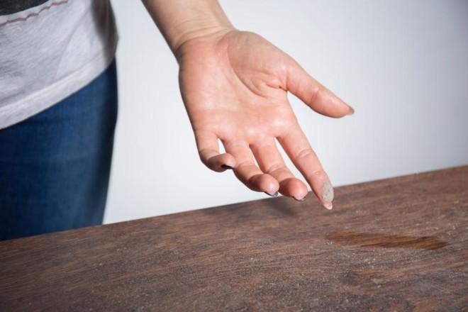 Пыль на столе